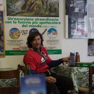 tom burt http://www.youtube.com/watch?v=2KwxJb4f-aM